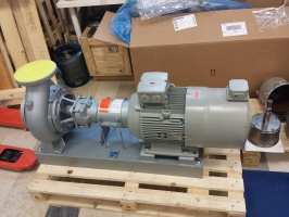 Heat transfer oil pump with speed regulation