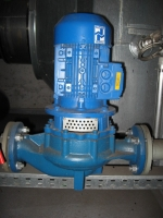 Small centrifugal pump in block design