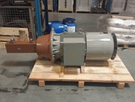 High pressure screw pump with DC motor